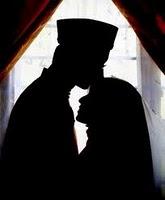 Pasangan suami istri muslim, saling menguatkan sesuai kodrat dan tugas masing-masing. Menjaga hubungan yang harmonis.