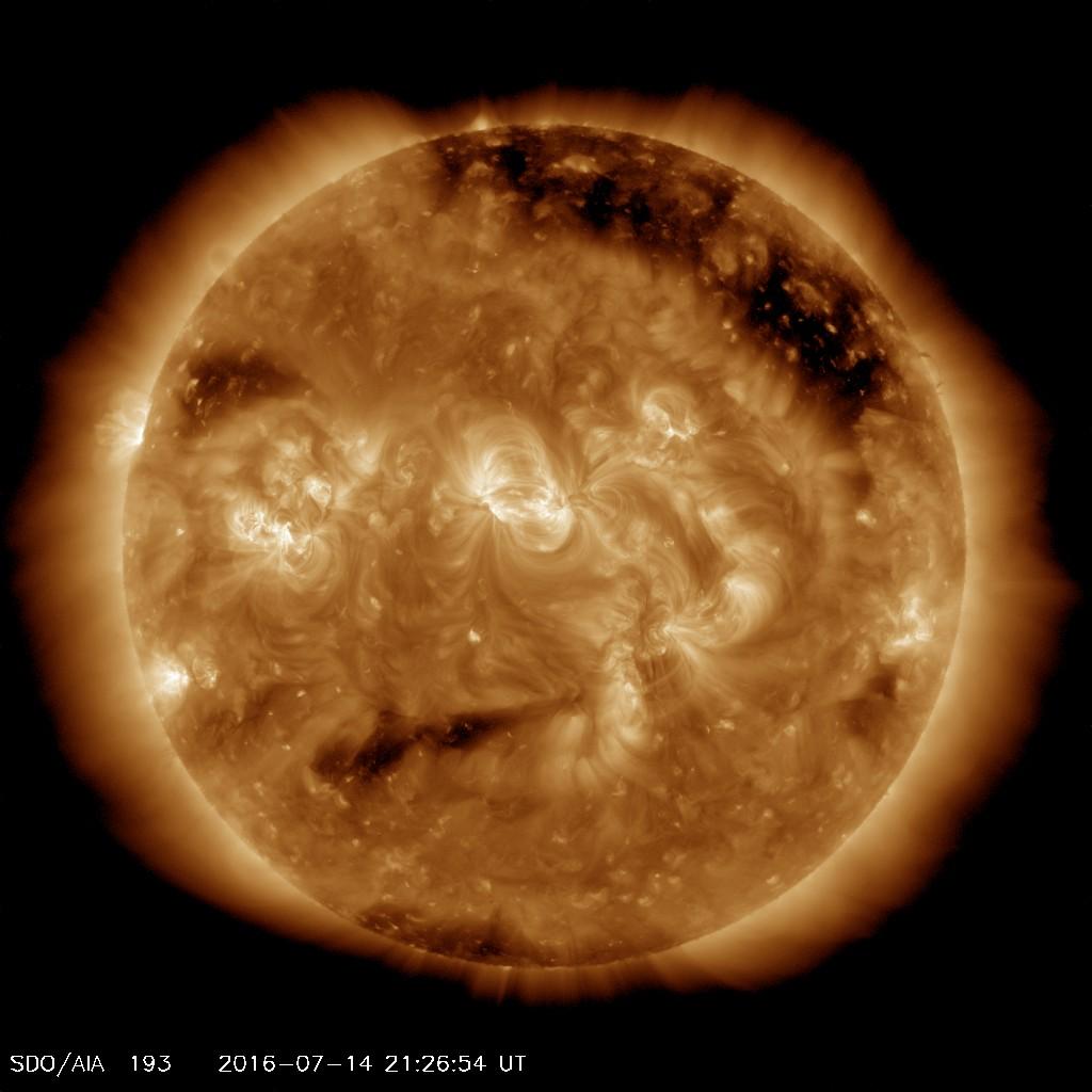"Wajah Gelisah Matahari yang terbentuk dari bagian ""mata"" yang aktif dan siap melontarkan plasma panas serta bagian ""mulut"" yang merupakan ""lubang dingin"" dari korona matahari."
