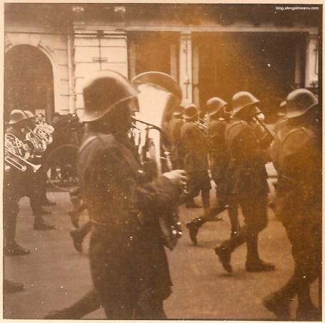 Corp al fanfarei militare in defilare pe Calea Victoriei, 1 Mai 1941