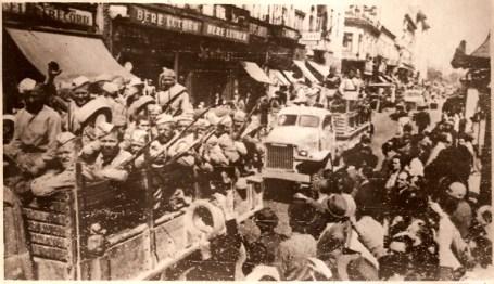 Armata sovietica intrand in Bucuresti.