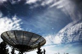 Bintang paling terang pada foto diatas adalah Canopus. Posisi pada foto tampak diatas Hidrogen agak ke kanan (Hidrogen adalah nama antena teleskop radio di Observatorium Bosscha). Sedangkan posisi terhadap mata angin adalah pada arah selatan. Bintang ini merupakan bintang yang tergabung dalam rasi Carinae. Canopus paling terang di Carinae dan juga merupakan bintang paling terang kedua di langit malam setelah Sirius. © Alfan Nasrulloh/Obs. Bosscha