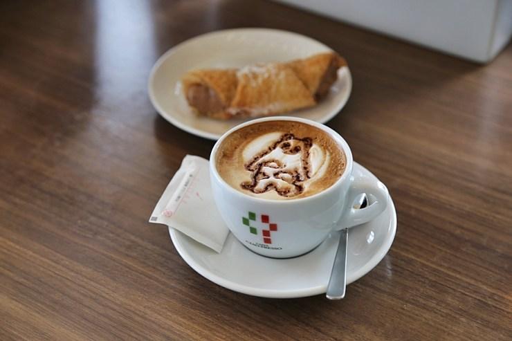 오사카 여행 코스 전망대 카페의 커피