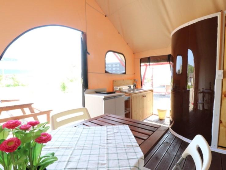 양양 그랑블루글램핑 주방과 욕실