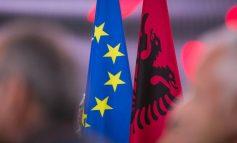"""FLOGERT MUÇA/ Për ata që shohin """"qimen në syrin e Shqipërisë"""" dhe jo """"traun"""" në duart e Francës"""