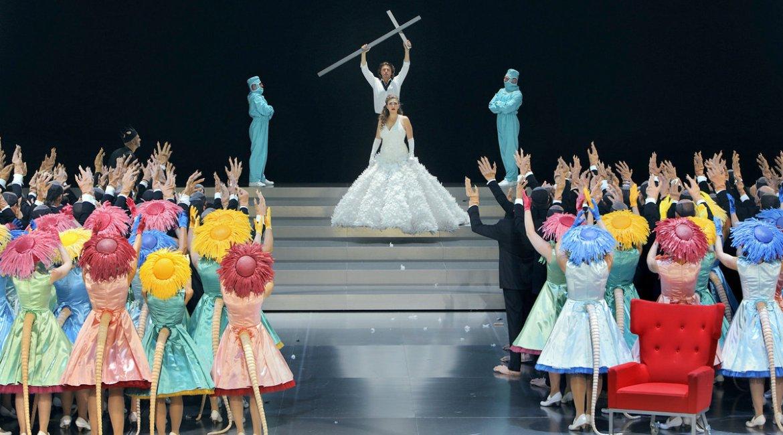 指揮者はバイロイト・デビュー、歌劇《ローエングリン》〜近年人気の演出