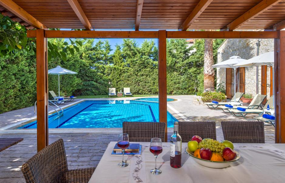 10 Reasons to Stay at Amazing Villas in Crete