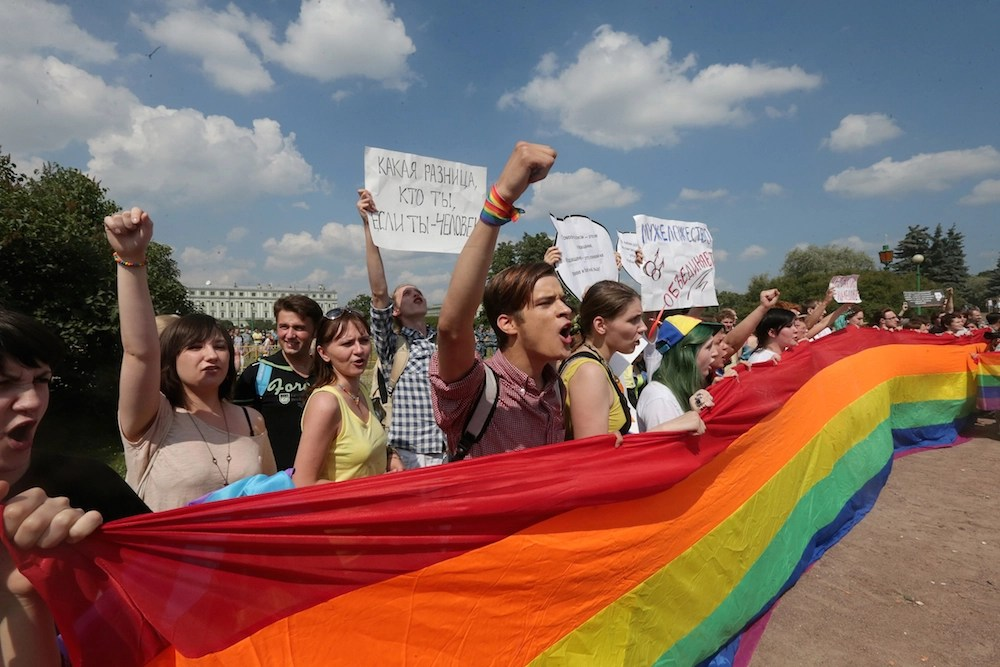 LGBT activists take part in a Gay Pride event in St. Petersburg, Russia, 29 June 2013. (EPA/ANATOLY MALTSEV)