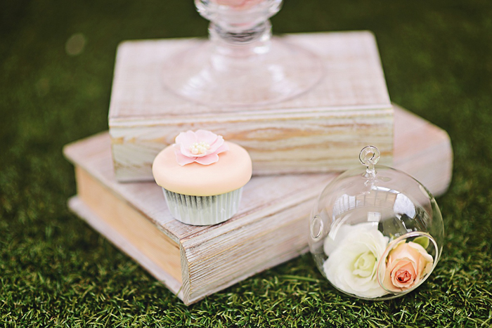Pink_Cupcake_with_Floral_Topper