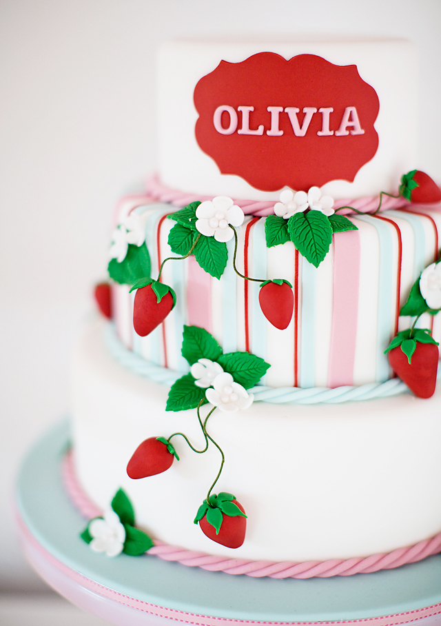strawberry-cake-detail