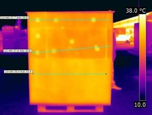 Indagine termografica di scaricamento della superficie esterna della parete con coefficiente di assorbimento solare medio