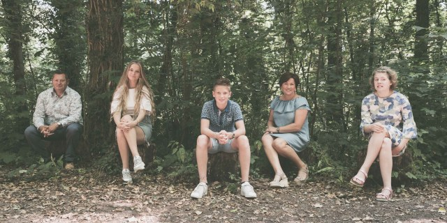 familiefotograaf familiefoto spontane gezinsfoto retrofotografie ieper poelkapelle west-vlaanderen ann-elise lietaert -10