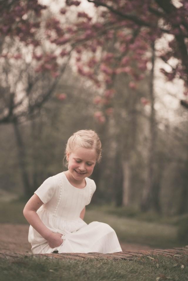 ann-elise lietaert kinderfotografie kidsfotografie spontaan spontane romantisch groen communie communiefoto communiereportage lentefeest foto 1