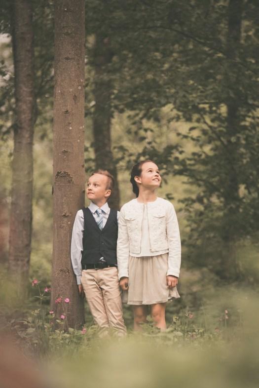 ann-elise lietaert kinderfotografie kidsfotografie spontaan spontane romantisch groen communie communiefoto communiereportage lentefeest foto 3