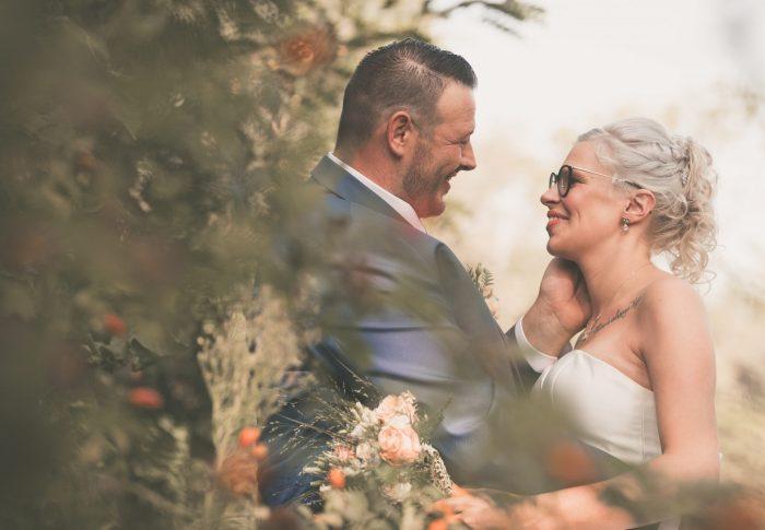 Huwelijksreportage met een openingsdans op het marktplein