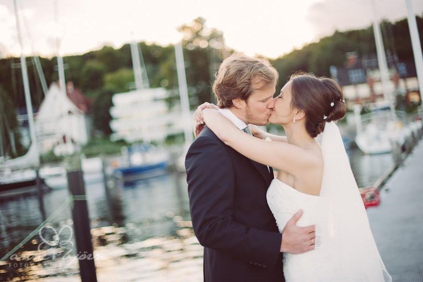 0074 mul aub 17609 bearbeitet - Melina & Lars - Hochzeit im Kieler Jachtclub