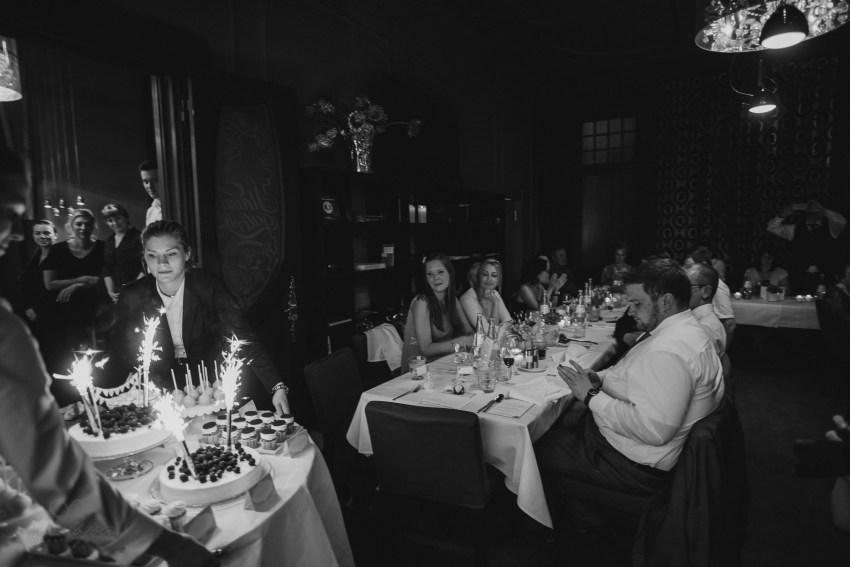 0124 jundb 811 8853 - Jagoda & Björn - Hochzeit im Strandhotel Blankenese