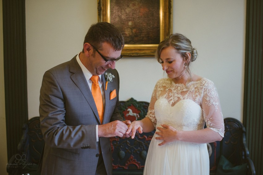 0060 anne und bjoern Manu und Sven D75 9668 1 - DIY Hochzeit im Erdhaus auf dem alten Land - Manuela & Sven