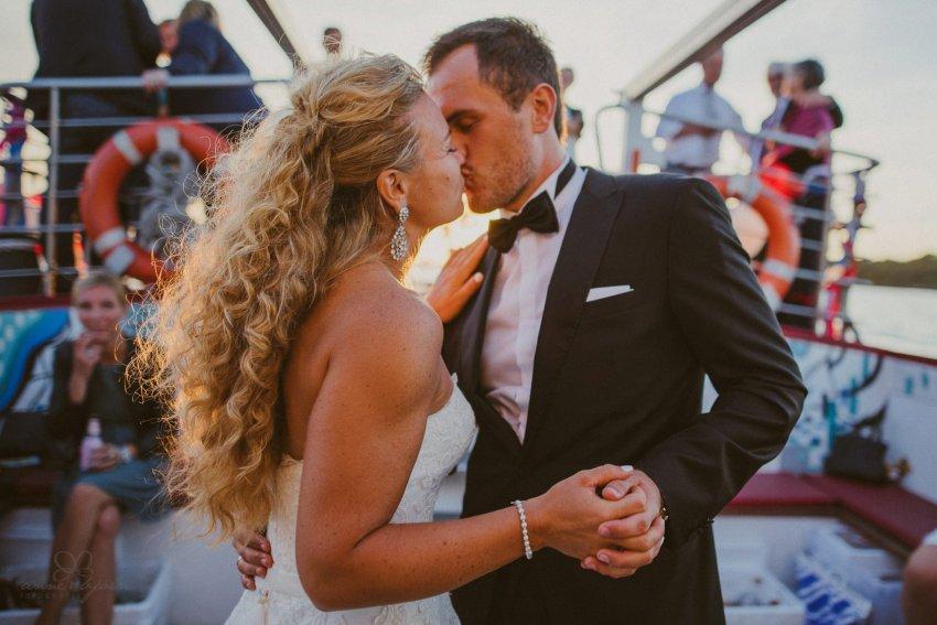 0105 dany sebastian hh d76 5782 - Bunte Hochzeit auf der Elbe - Daniela & Sebastian