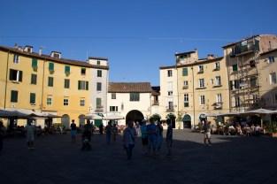Die Piazza in Lucca - vorher