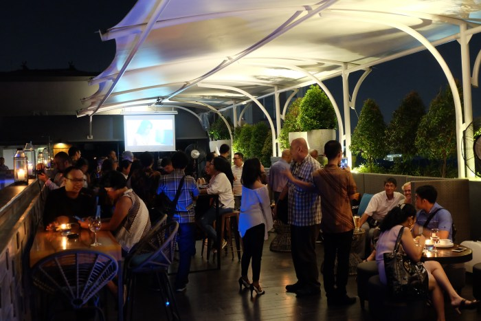 Suasana keramaian di event wine party supported by Hatten Wines