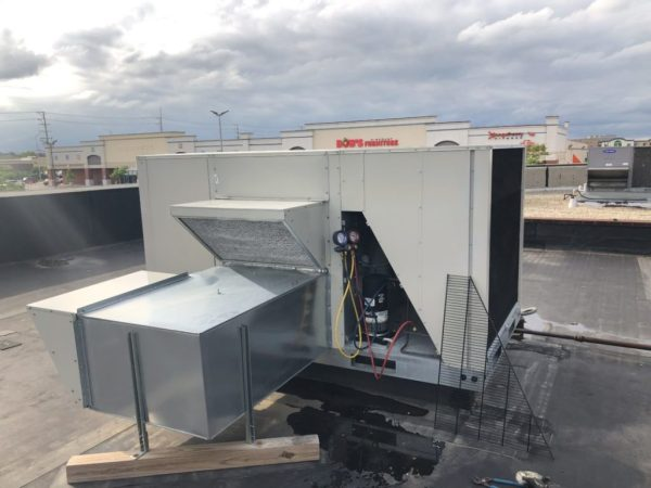 Maintenance to Commercial Roof Top Units Air Conditioning in Schaumburg IL