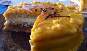 Gran variedad de tartas artesanas en diferentes tamaños y sabores.