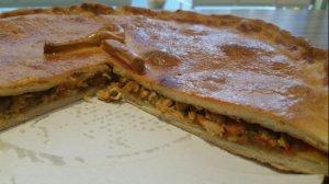 Empanada Laldea con carne, setas, verduras y hongos.