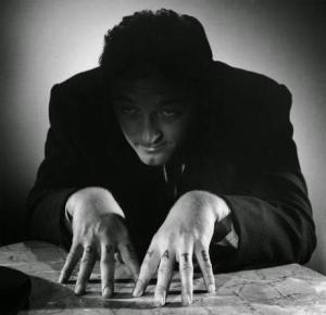 Robert Mitchum como Harry Powell (Imágen de es.paperblog.com)