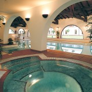 gatwick hotels with leisure facilities