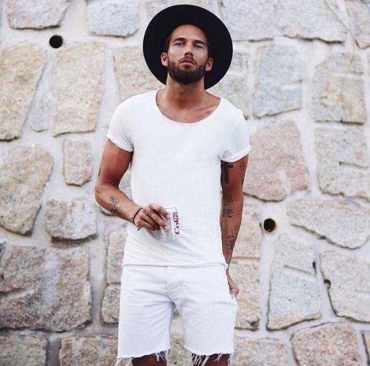 camiseta-branca-masculina-reveillon-2018-bermuda-branca-chapeu