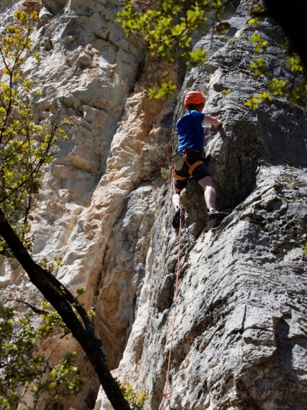 Approach Tour PETZL au site d'escalade de Chateauvert