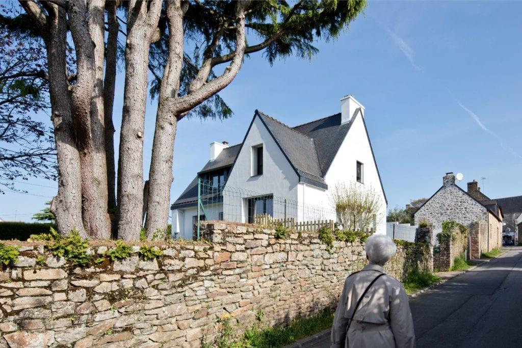 Archibien Rénovation d'une maison Néo Bretonne dans le Morbihan. Photo depuis la rue.