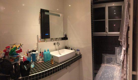Salle de bain qui manque de rangement