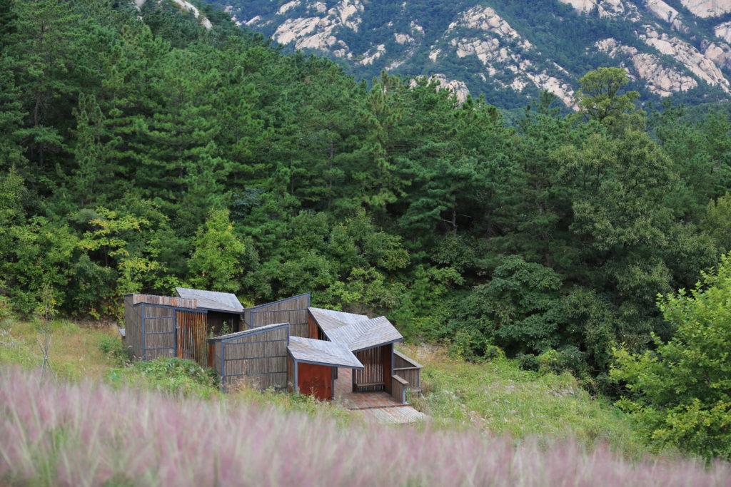 Matériel architectural matériel architectural Toilettes dans les montagnes par Atelier Scale, Yantai, Chine