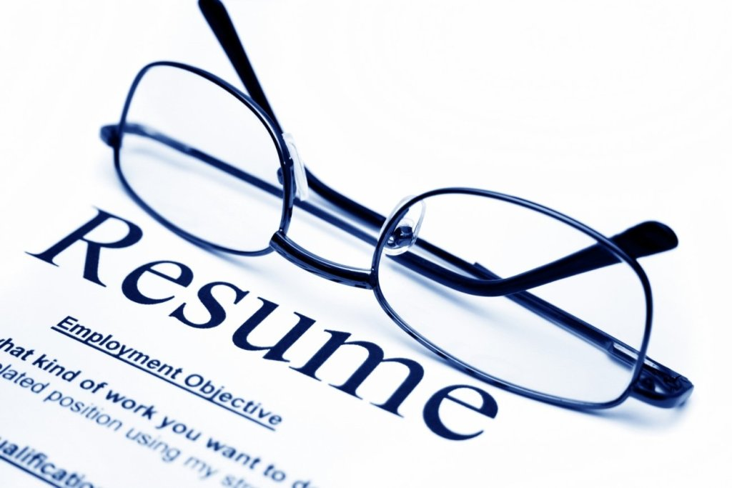 4 Red Flags to Watch Out for on a Resume