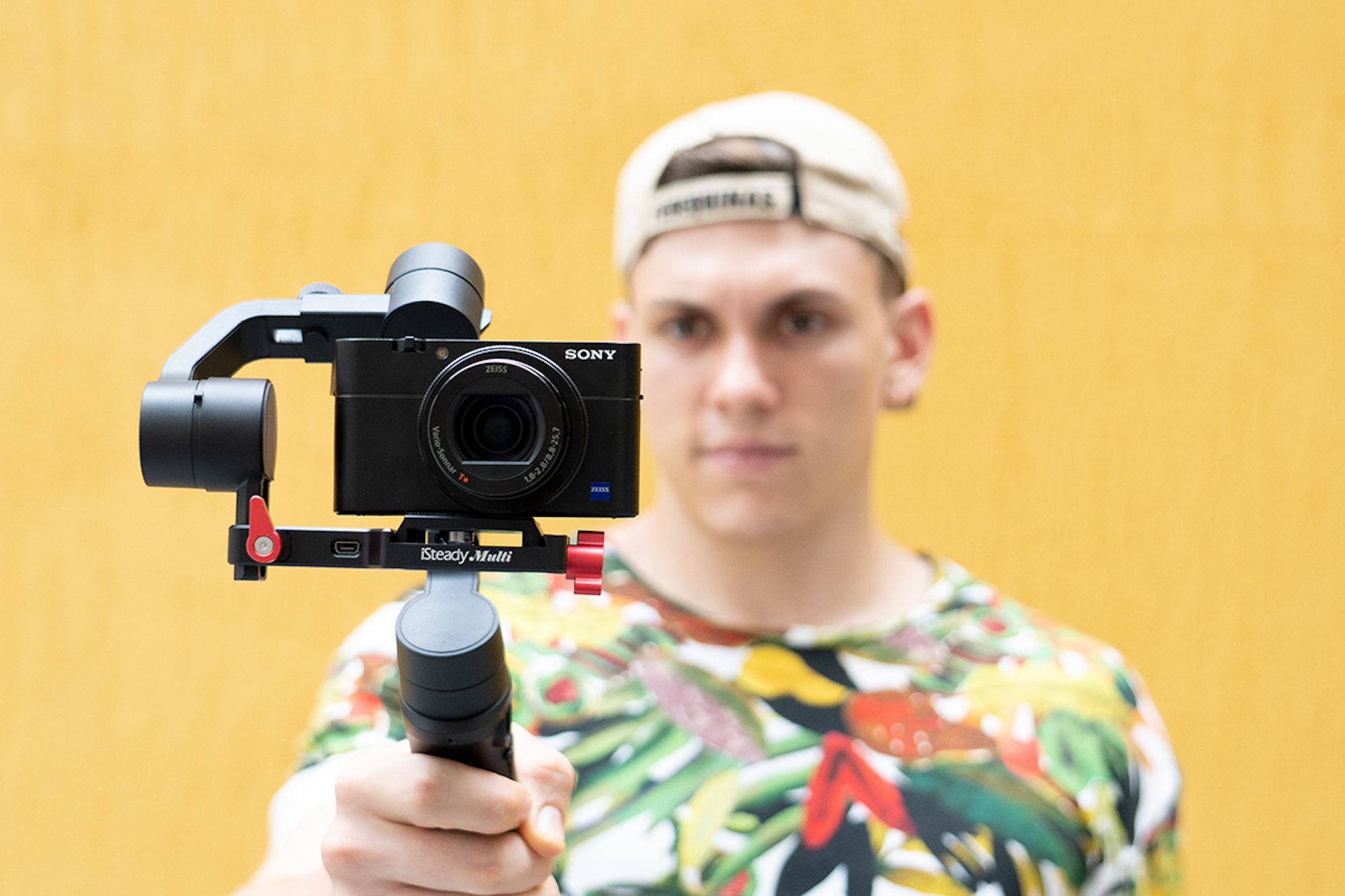 Make Shooting Product Photos and Videos Easy with This 3-Axis Gimbal