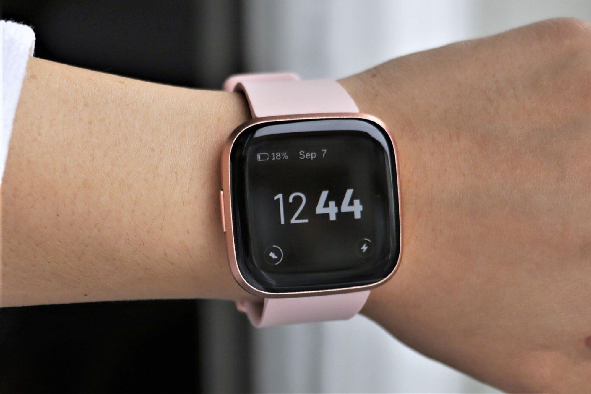 Fitbit Quietly Enables Blood Oxygen Tracking on Its Wearables