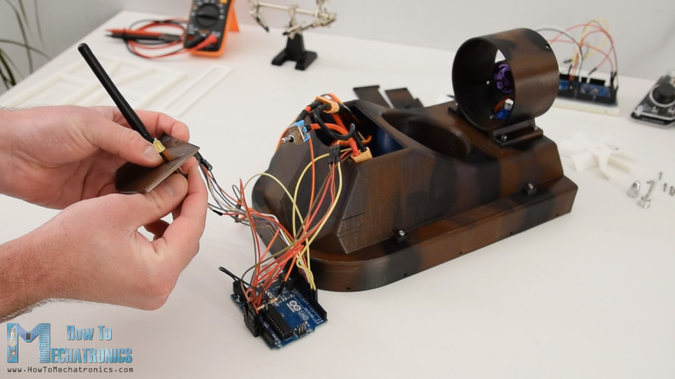 connecting the electronic components of the Arduino rc hovercraft - Electrogeek