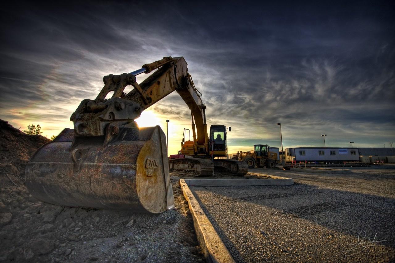 construction-equipment-job-site