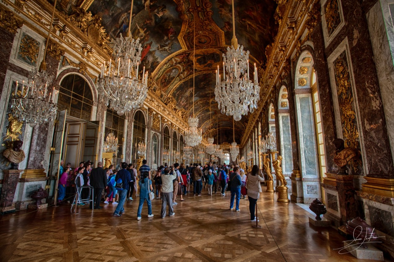 Palace-of-Versailles-Hall-of-Mirrors
