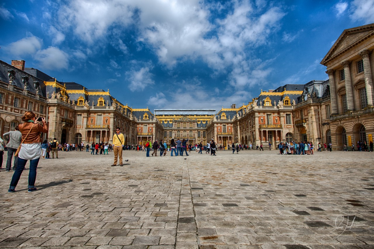 Palace-of-Versailles-Royal-Courtyard