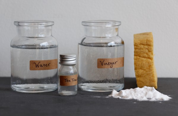 DIY vinegar and baking soda household cleaner recipe