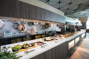 Hong Kong Airlines - Club Autus - Buffet