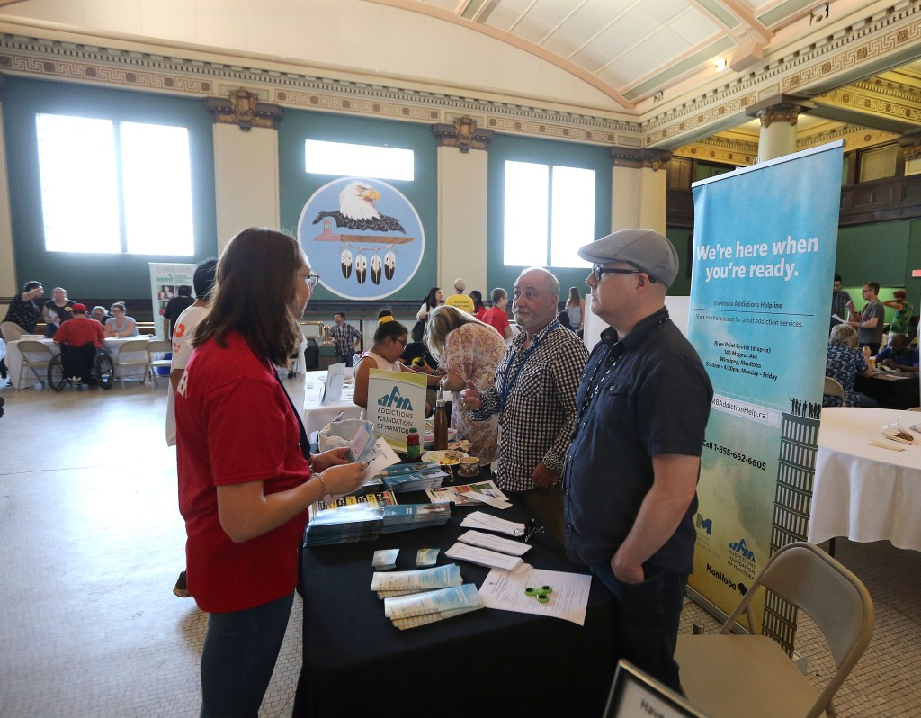 Date: May 26, 2018 The Gizhe Waa Ti-Sii-Win Service Delivery Expo was organized by End Homelessness Winnipeg on Saturday, May 26, 2018 at the Neeginan Centre on Higgins Avenue in Winnipeg. Photo by Jason Halstead