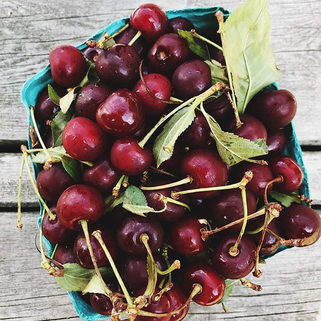cherries_table_yossyarefi