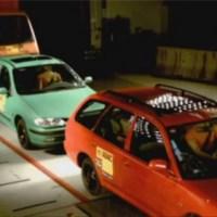 Crash test d'un camion contre deux voitures : ça fait froid dans le dos