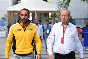 Cyril Abiteboul ( à gauche - Directeur général de Renault Sport F1) et Jérôme Stoll
