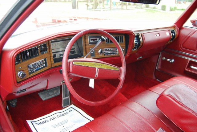 Steering wheel and dashboard of a 1974 Buick LeSabre Luxus Convertible