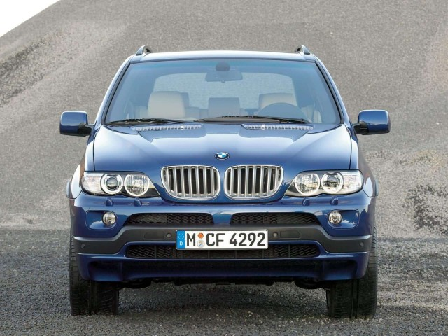 Front view of a 2004 BMW X5