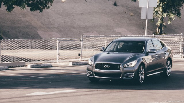 Front view of the 2015 Infiniti Q70L